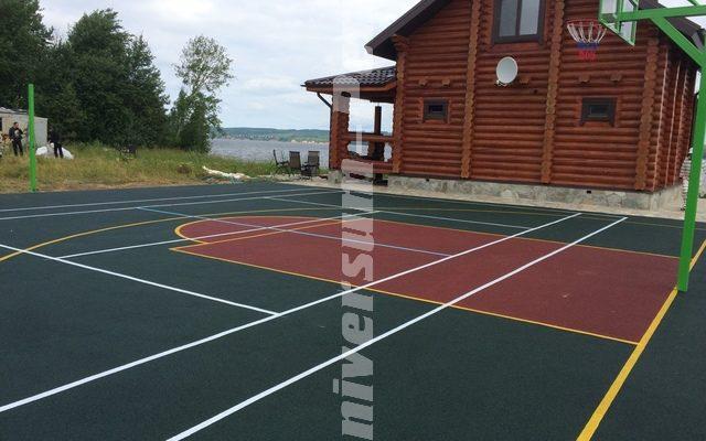 Спортивная площадка в загородном доме