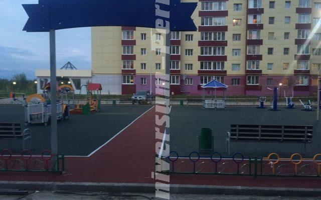г. Усинск , Спортивно- развлекательный комплекс во дворе жилых домов