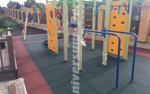 Детская площадка пос. Жебреи, частный дом