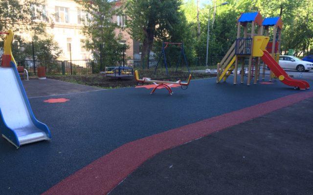 Детская площадка в новом жилом доме по адресу : 1-я Красноармейская 41а