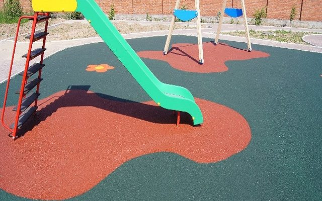Детская площадка в коттеджном поселке «СОЛНЕЧНАЯ ДОЛИНА»