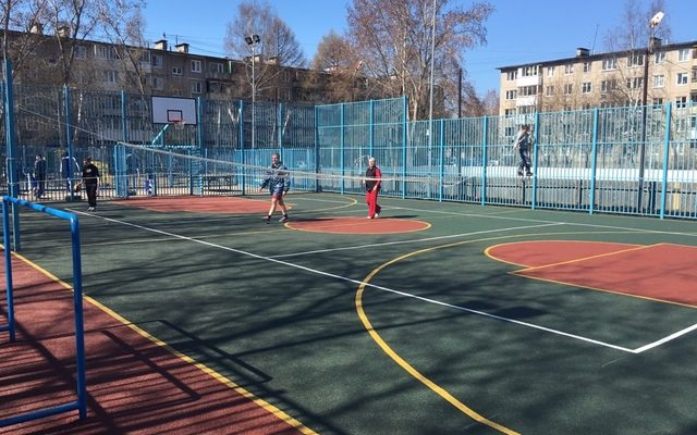 Спортивная площадка, Леонова 60