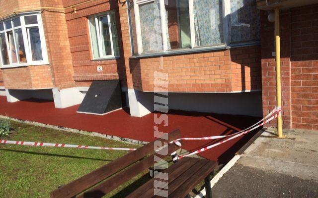 Придомовая территория жилого дома пос. Полазна Ул. Газовиков 14