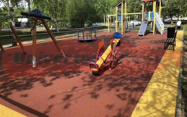 2019 г. Детская площадка в сквере им. Олега Новоселова