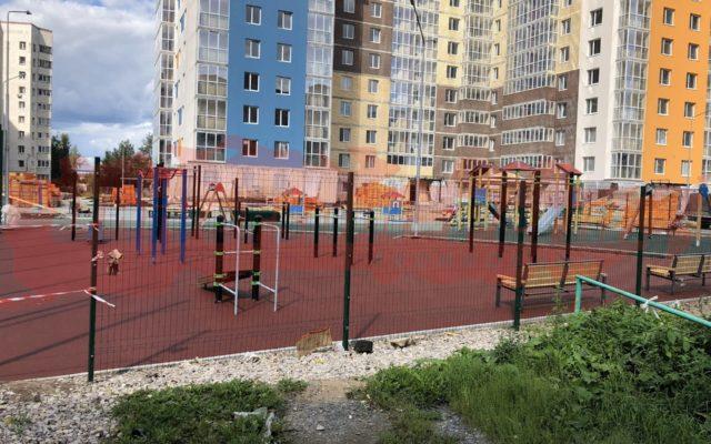 Придомовая территория, ул. строителей 28, м-р Парковый