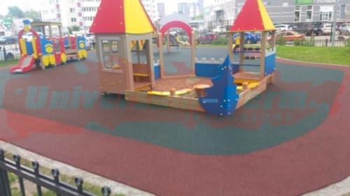 Детская площадка. Чернышевского 15б