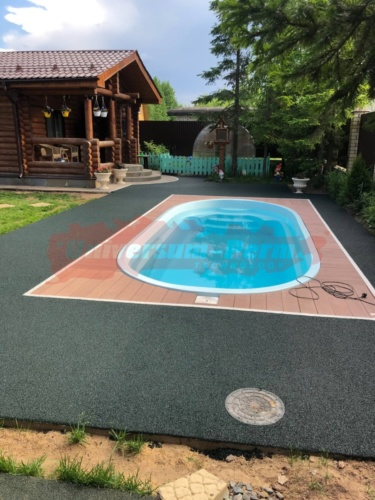 Оформление резиновым не скользящим покрытием вокруг бассейна