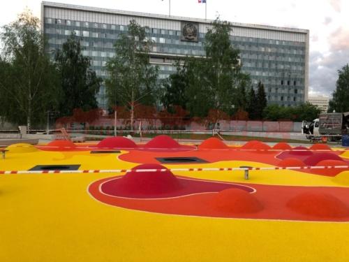 Детская площадка у здания законодательного собрания Пермского края, ул. Ленина 51